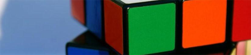 Научили младшего ребенка собирать кубик Рубика.